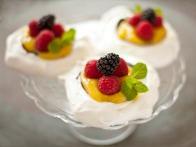 Light and Sweet: Pavlova for Dessert