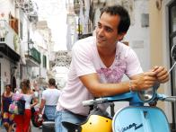 DRD_David-Rocco-on-Vespa-01_s4x3