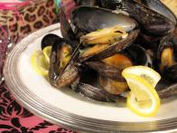 CCBKNSP1H_Mussels-in-White-Wine-and-Meyer-Lemon-Sauce_s4x3