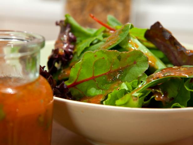 Low-Fat Tomato Basil Dressing