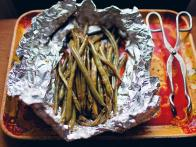 Foil-Baked Green Beans with Soy Sauce and Garlic