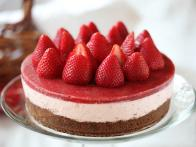 CC-Zoe-Francois_No-Bake-Strawberry-Cheesecake-final-02_s4x3