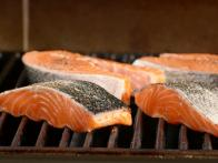 Season Salmon and Grill According to Thickness