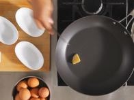 HT_Fry-Eggs-Step-01_s4x3