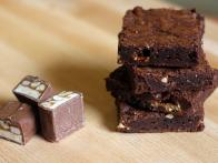 CC-Sickelka_candy-bar-chocolate-brownies-recipe-4_s4x3