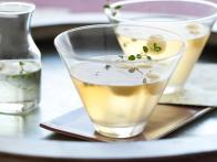 cc-armendariz_apple-and-thyme-martini-recipe-02_s3x4