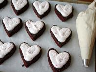CC-Devour-Francois_heart-shaped-chocolate-raspberry-cakes-02_s4x3