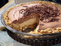 CCBKN201_No-Bake-Cream-Cheese-Peanut-Butter-Pie-with-Chocolate-Whipped-Cream_s4x3