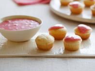 CCEDI310_Mascarpone-Mini-Cupcakes-with-Strawberry-Glaze_s4x3
