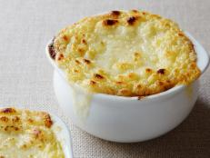 Cooking Channel serves up this French Onion Soup recipe from Alton Brown plus many other recipes at CookingChannelTV.com