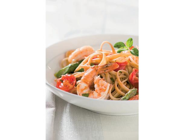 Whole-Wheat Linguine with Shrimp, Asparagus, and Cherry Tomatoes