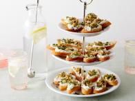 EI1F07_Goat-Cheese-Toasts_s4x3