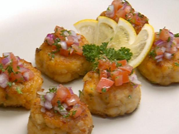 Seafood Cakes with Creme Fraiche Dipping Sauce