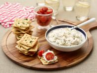 TU0310H_Crab-Dip-with-Garlic-Saltines_s4x3