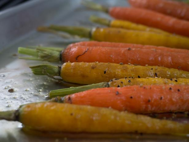 Roasted Carrots with Harissa Yogurt