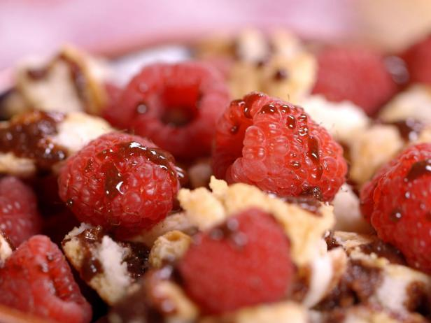 Biscuit Crumble with Chocolate and Raspberries