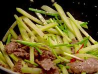 Dalat Choco, Stir-Fried with Beef and Garlic: Trai Su Xao Thit Bo