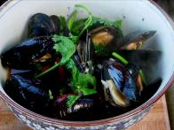 Black Bean and Beer Mussels