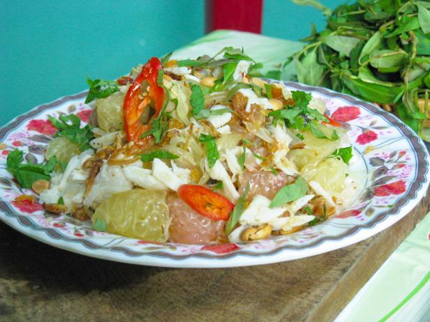 Pomelo and Mud Crab Salad: Goi Buoi