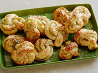 CCKEL213_Buttery-Herb-Garlic-Knots_s4x3