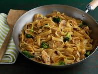 CCGMR105_Manee-Soohoo-Chicken-Pad-See-Ew-recipe_s4x3