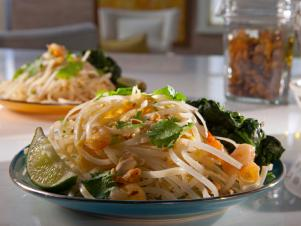 CCDRP201_Shrimp-Pad-Thai-Recipe-01_s4x3