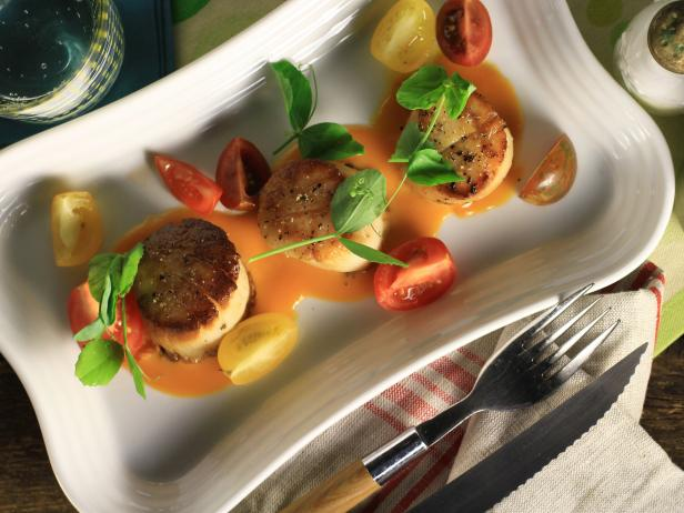 Pan Seared Scallops with a Tomato and White Chocolate Beurre Blanc