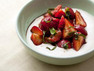 EK0512_Balsamic-Strawberries-with-Ricotta-Cream_s4x3