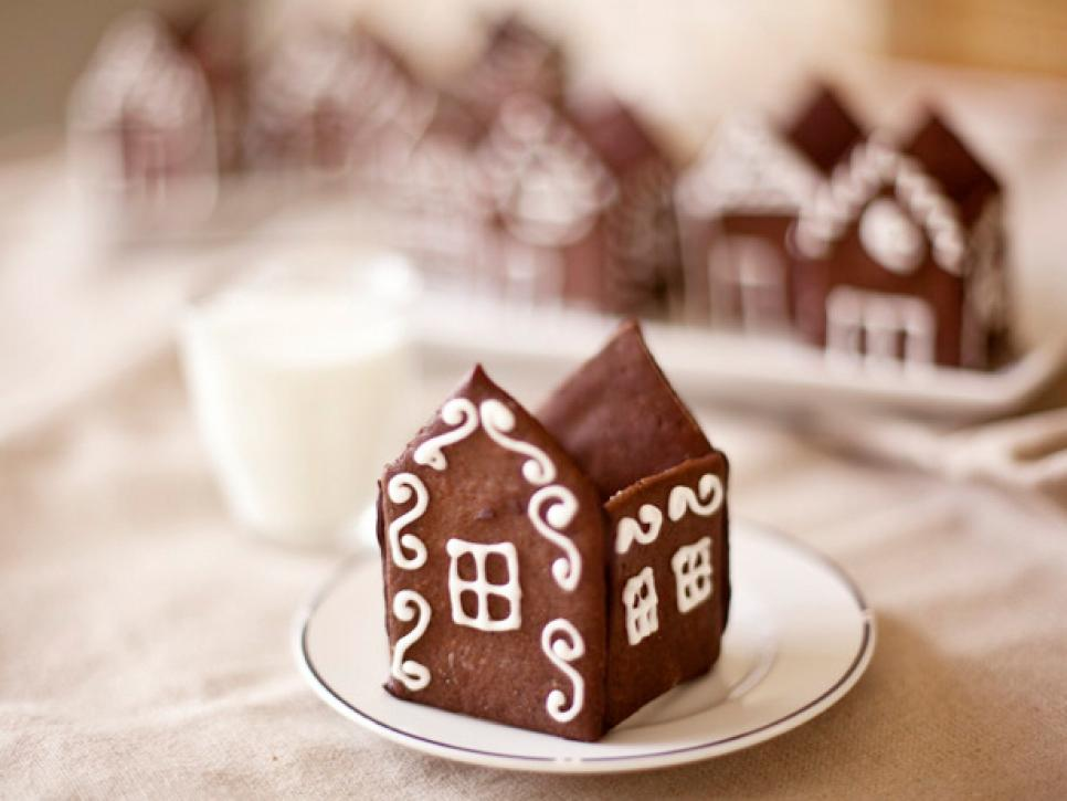 How to Make Mini Gingerbread Houses : Cooking Channel | All-Star ...