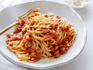 EI1E10_linguine-with-chicken-ragu_s4x3