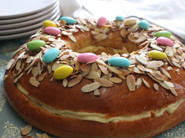 Easter cake recipe from argentina rosca de pascua devour the in my brooklyn neighborhood ive noticed the windows of italian bakeries steadily filling with easter cakes and breads during the past few weeks forumfinder Image collections
