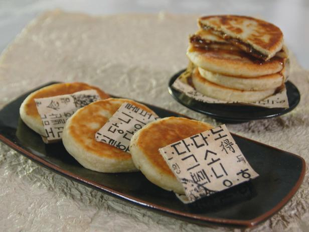 Salted Caramel Hotteok Pancakes Recipe | Judy Joo ... Hoddeok Recipe