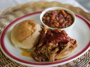 CCGVN306_pulled-pork-sandwich-recipe_s4x3