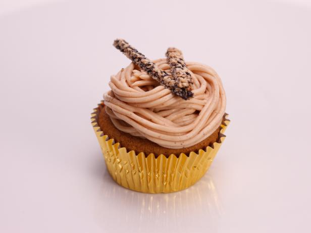 Sesame Chestnut Mountain Cupcakes (Chestnut Caramel Cake with Black Sesame Cream and Chestnut Cream Frosting with Black and White Sesame Chopsticks)