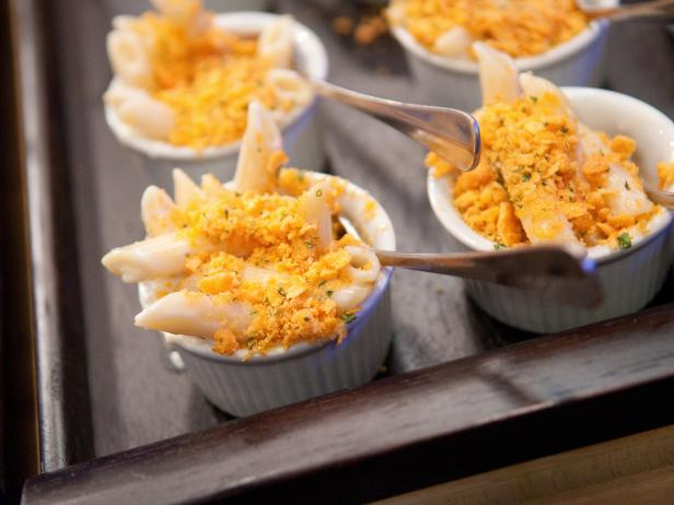 Three Cheese Mac with Cheez-It Herb Crumb Crust
